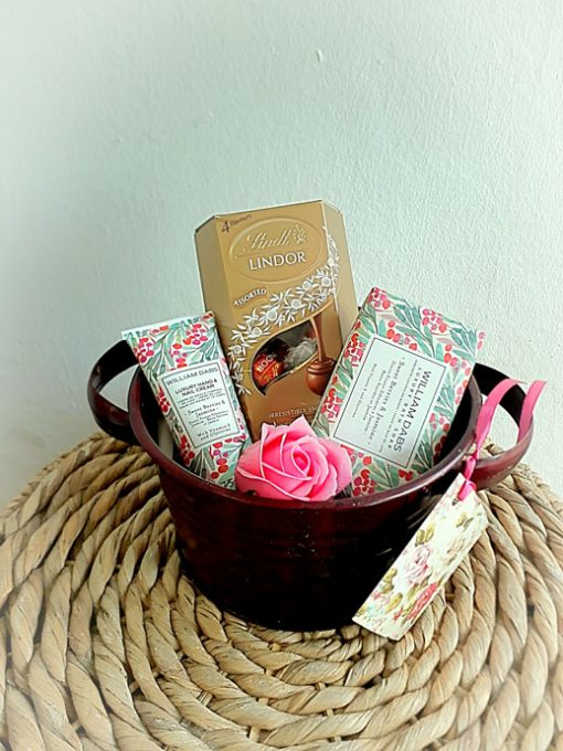 fine-flowers-pamper-hamper